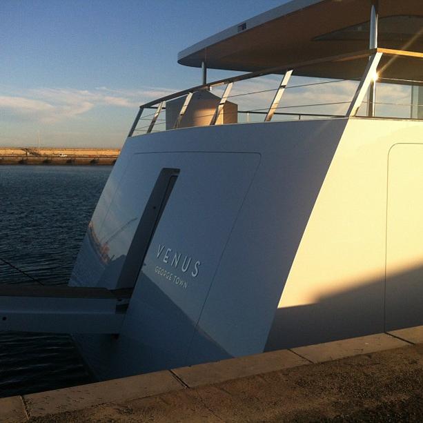 Steve-Jobs-Venus-Yacht-4