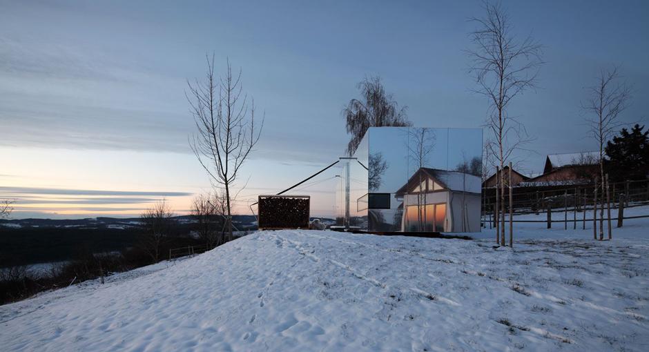 Casa Invisible by Delugan Meissl