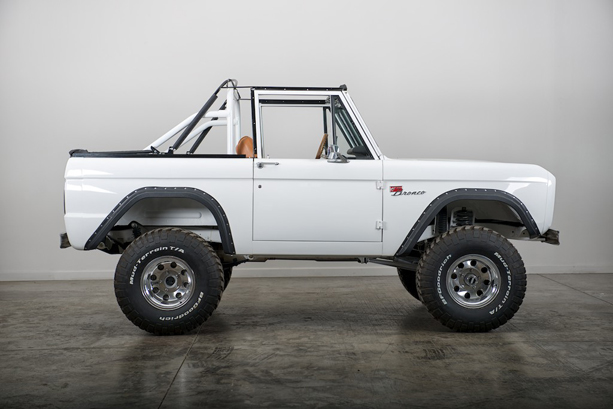 FORD-BRONCO-2