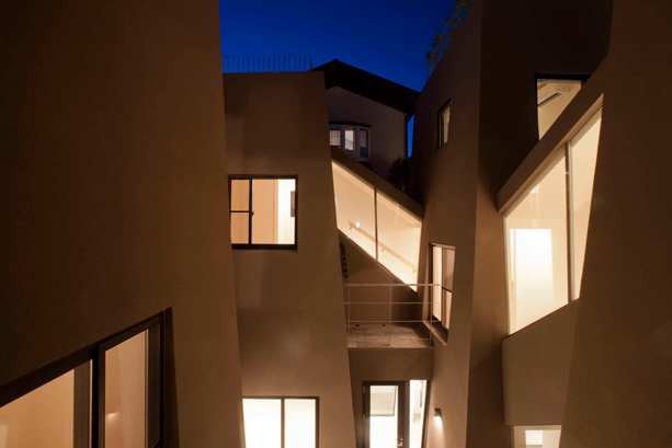 Nishihara-Nagaya-Apartments-by-Kawakubo-Tomoyasu-3