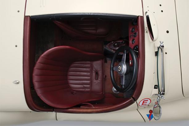 Jaguar-XK2110-3