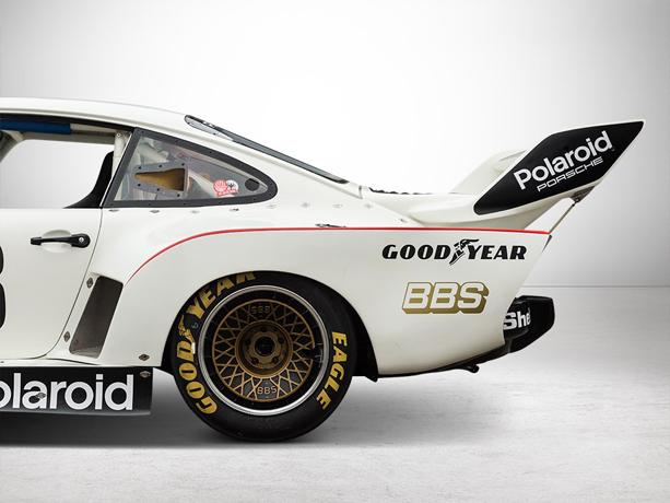 Porsche-930-Turbo-with-Transporter-1