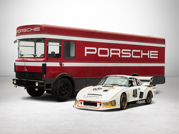 Porsche-930-Turbo-with-Transporter-6