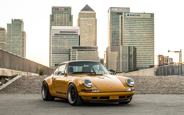 goldfinger porsche 911 by singer vehicle design opumo magazine. Black Bedroom Furniture Sets. Home Design Ideas