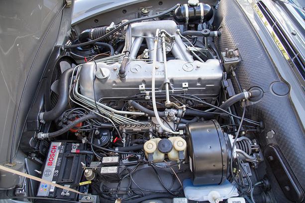 Mercedes-Benz-280-SL-Pagoda-4