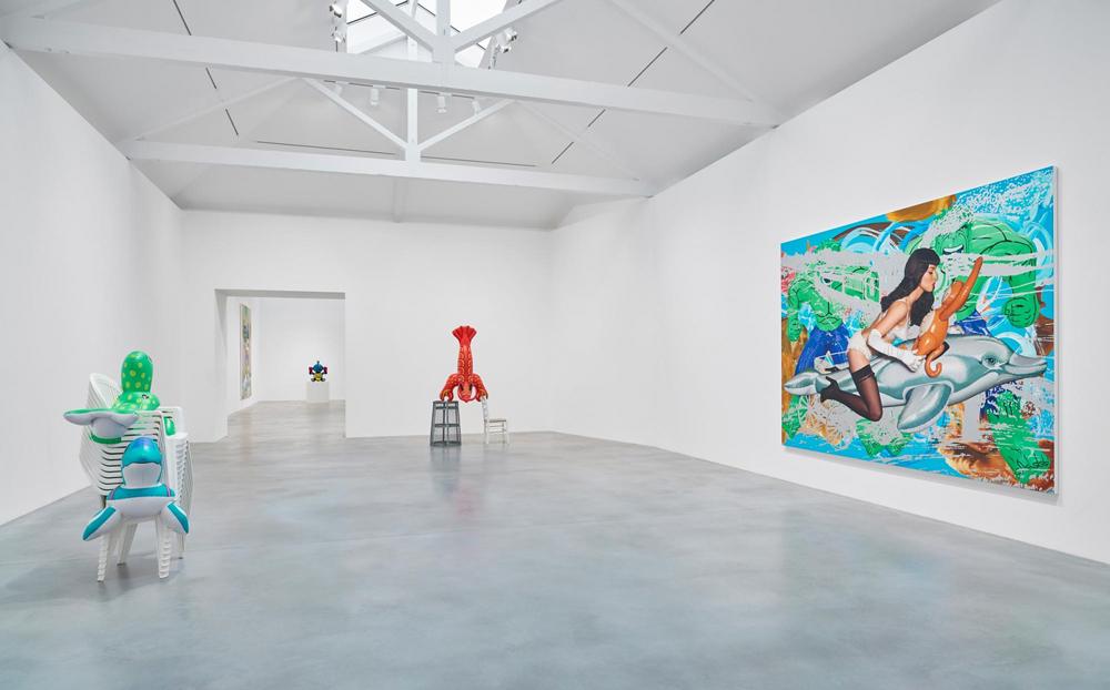 jeff-koons-now-damien-hirst-newport-street-gallery-04