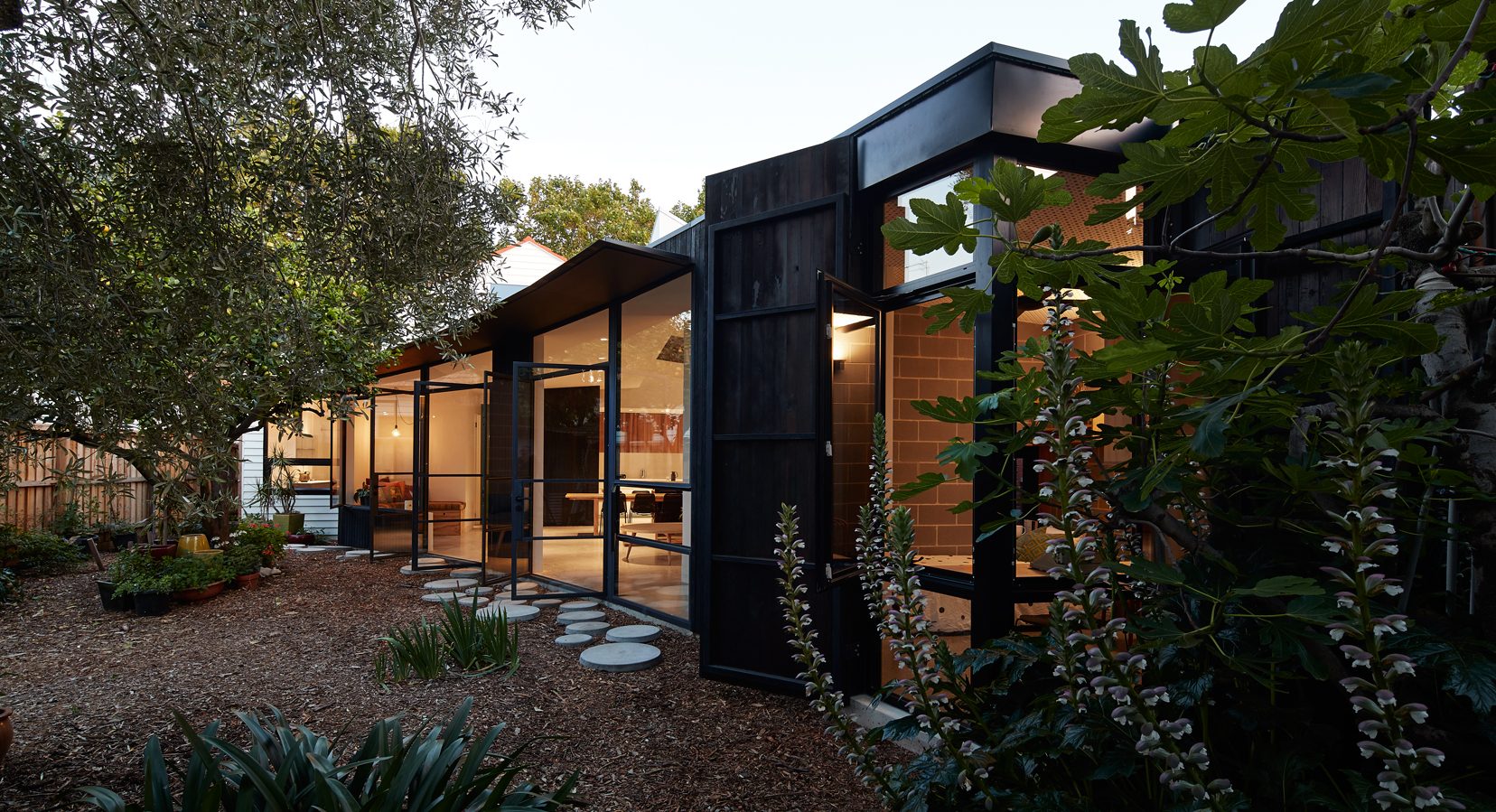 Garden pavilion by black line one x architecture studio opumo - Studio ix architecture ...