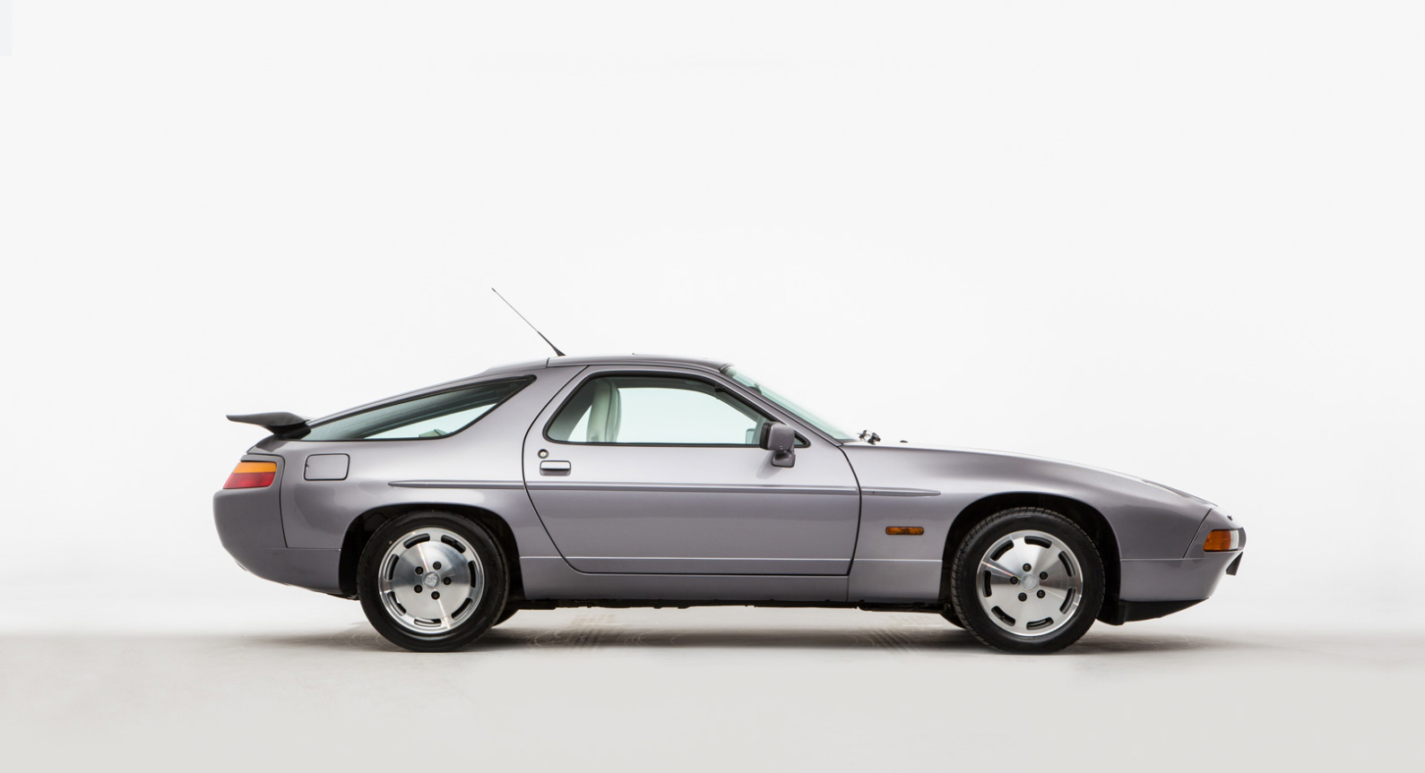 Classic Car Find of the Week: Porsche 928 S4