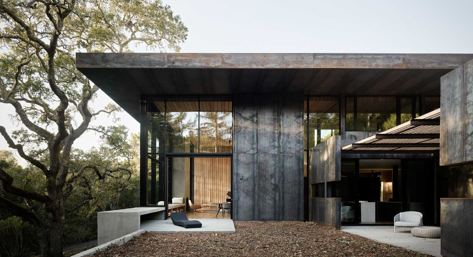 Miner Road's Weathering Steel Hides An Award-Winning Californian Luxury Home