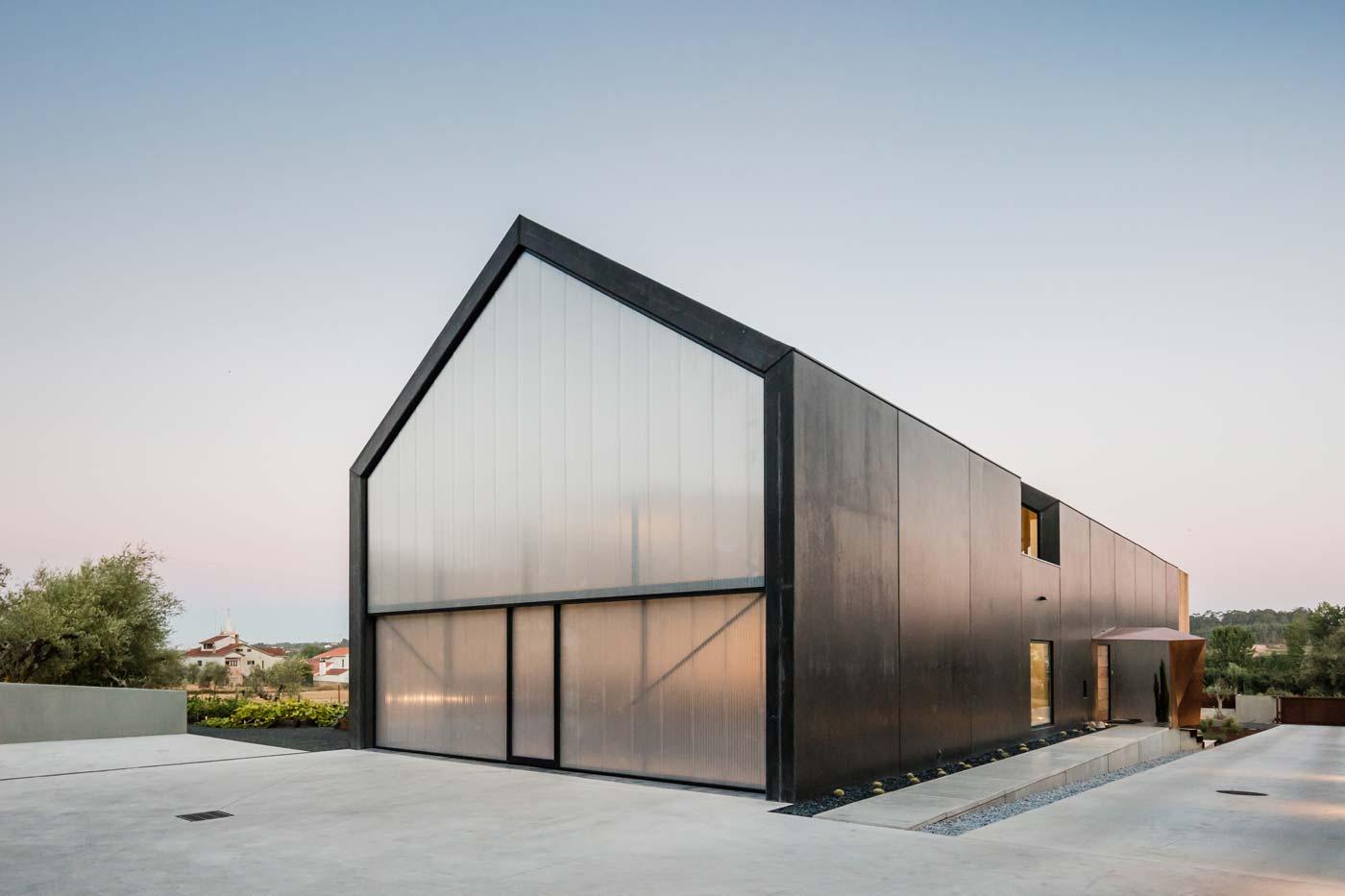 JM_House_Ourem-Filipe-Saraiva-Arquitectos-5