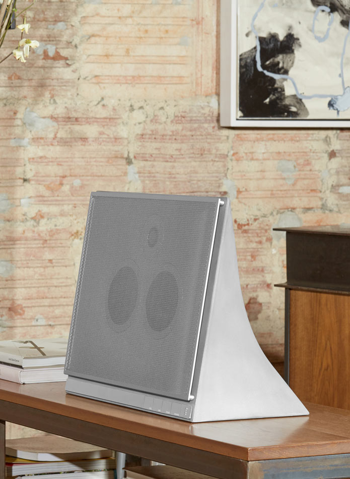 MA770_master-and-dynamic-concrete-speaker-4