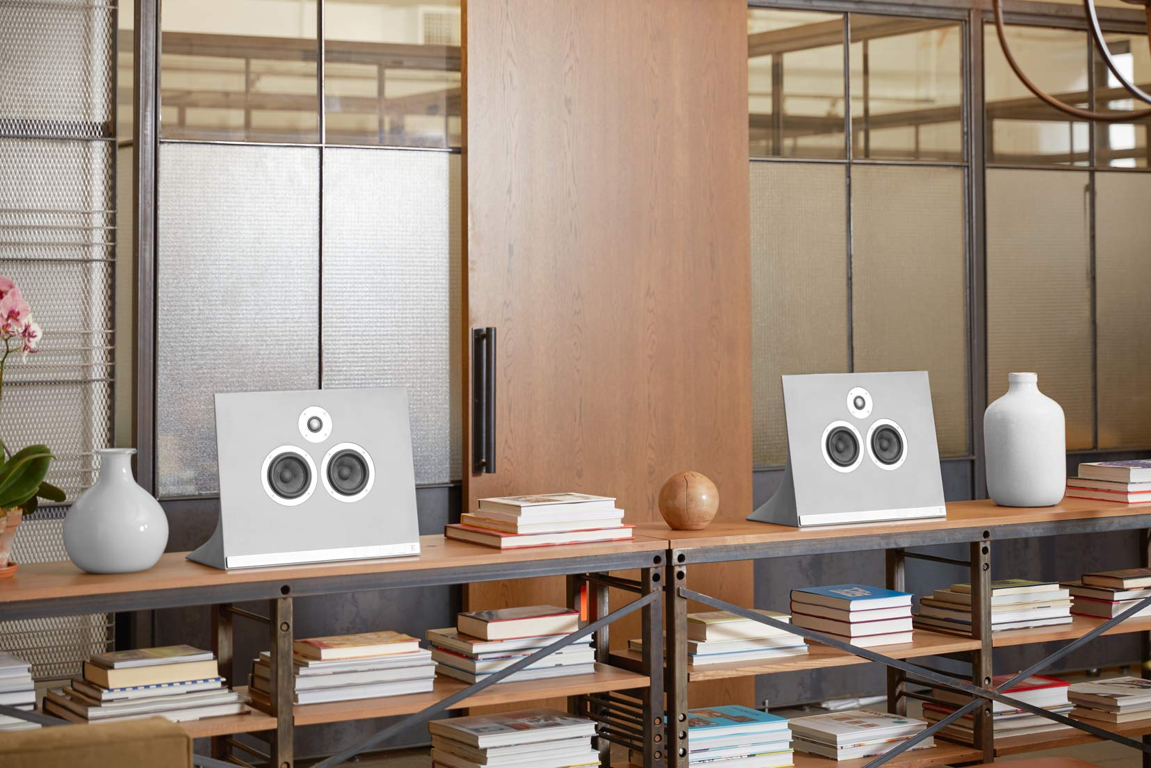 MA770_master-and-dynamic-concrete-speaker-5