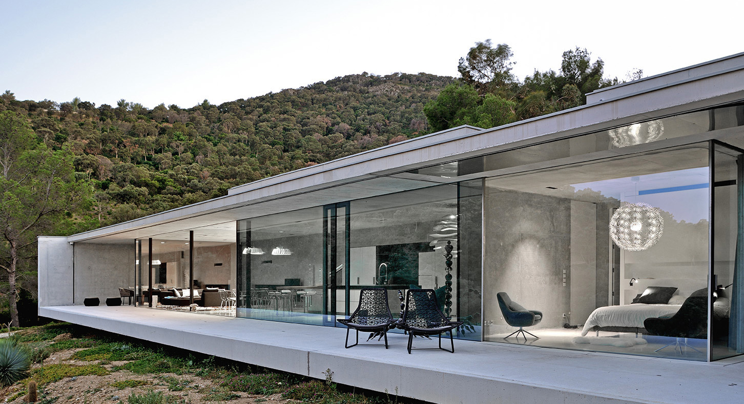 Minimalist Purity: Take A Look Inside La Mira Ra In The South Of France