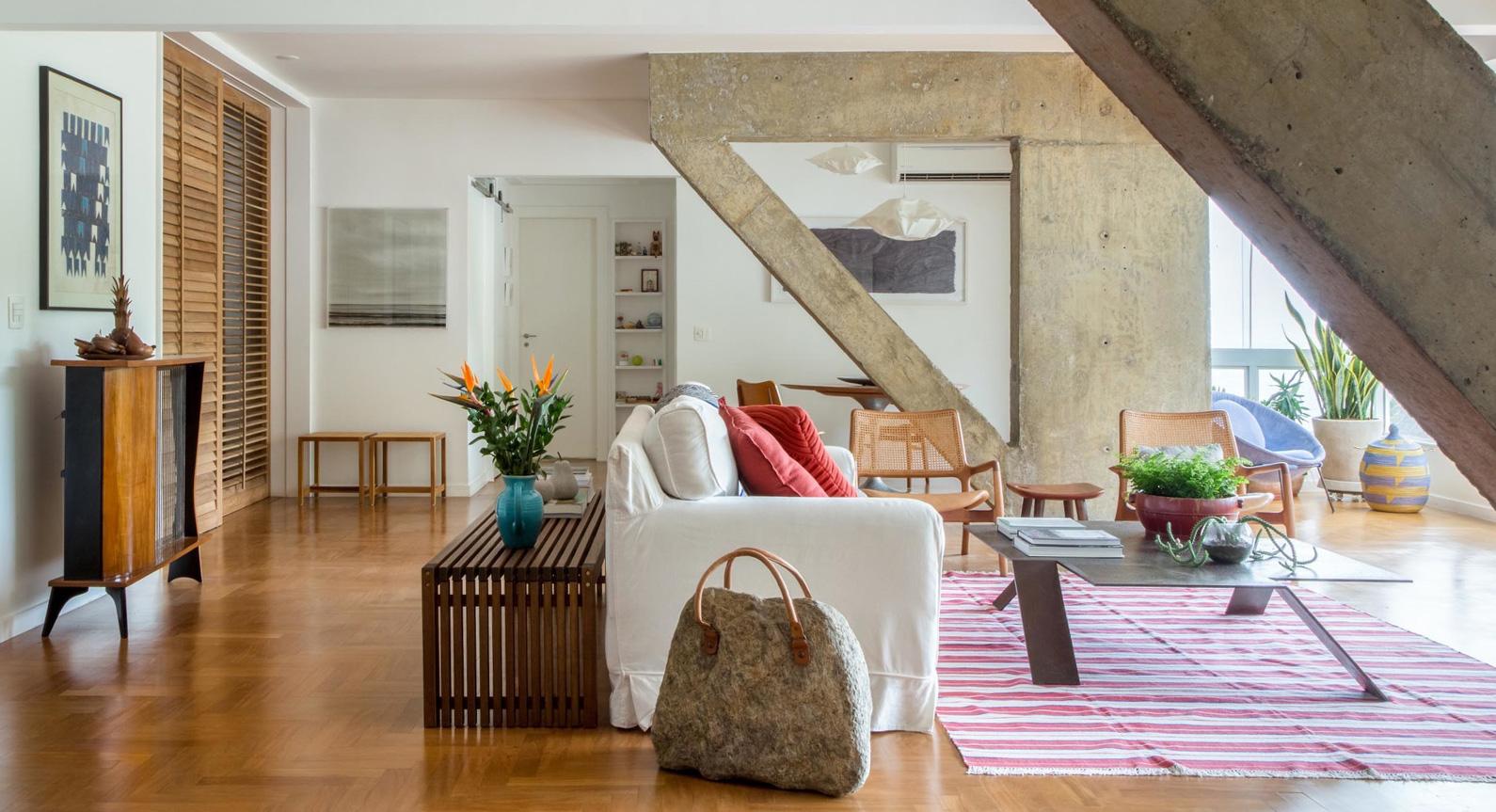 Estudio Chao's Apartment Renovation Reveals Beautiful Concrete Beams