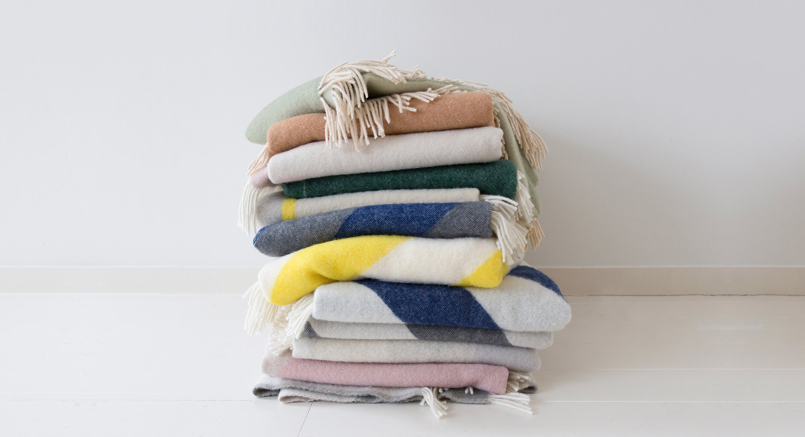 The 7 Best Throw Blankets To Buy Right Now