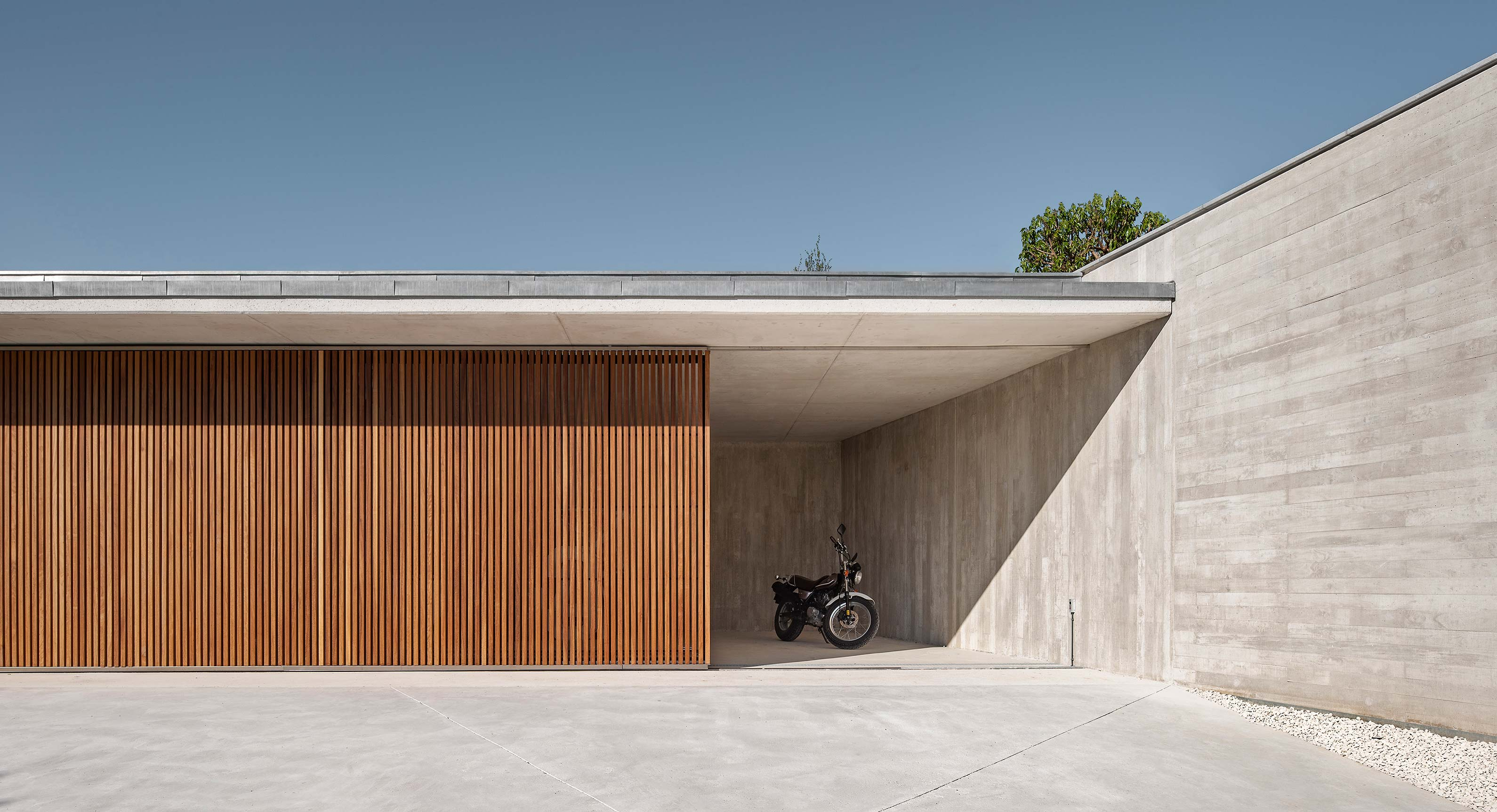 The Öcher House Turns An Uncompromising Setting Into An Alluring Hideaway