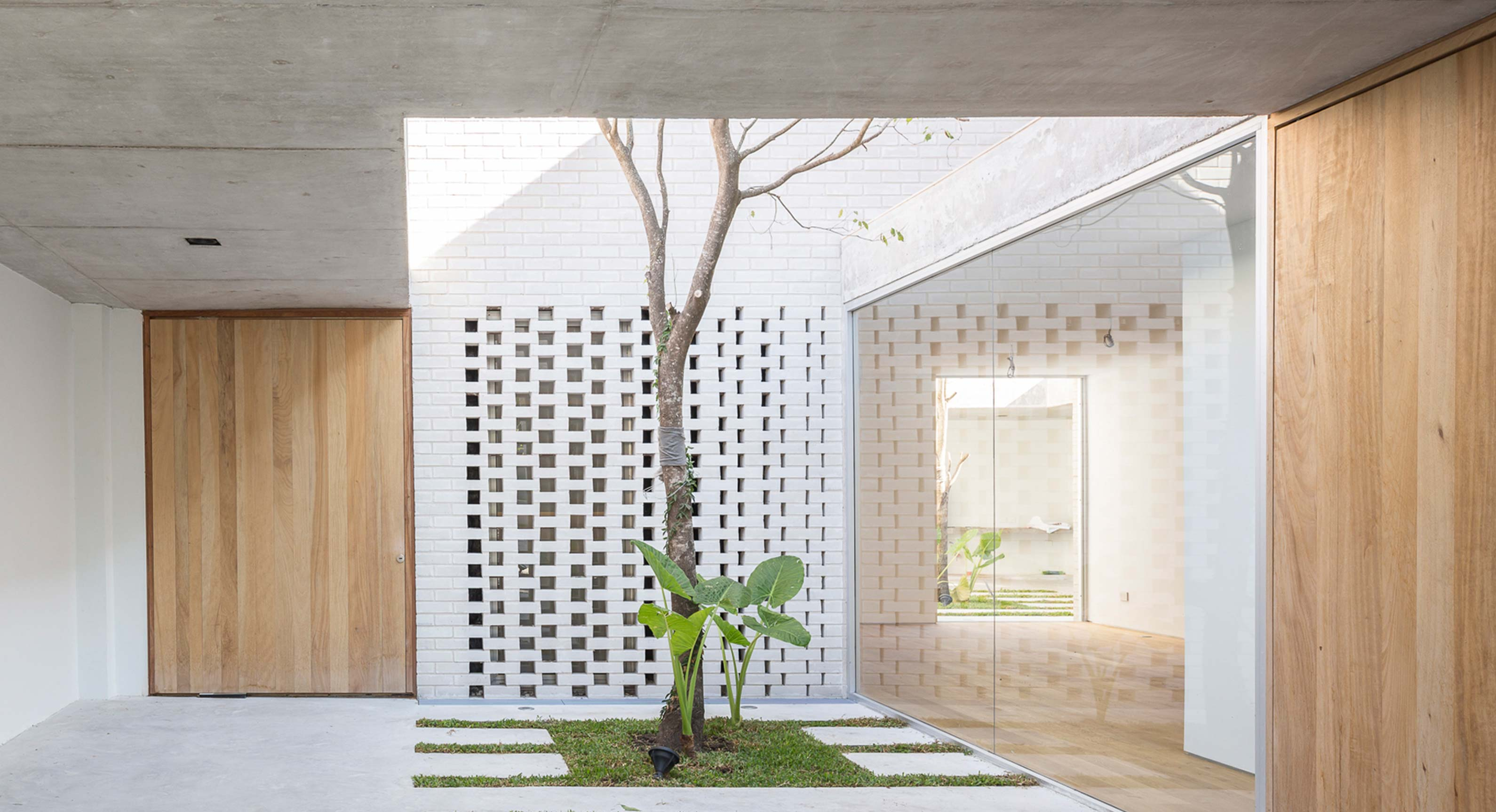 How Indoor Courtyards Embrace The Residents Of The Newman House