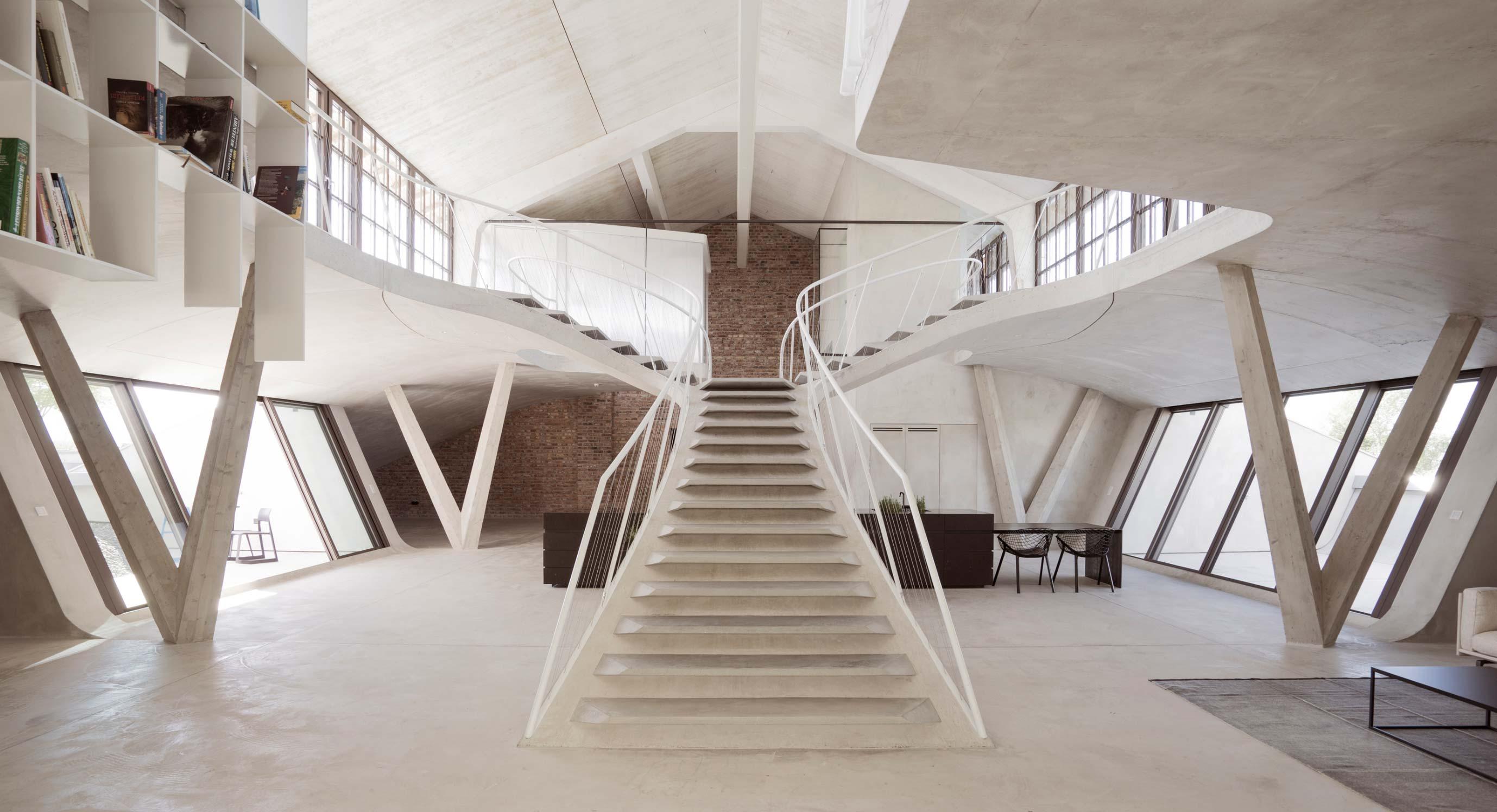 Smartvoll Adds Sculptural Concrete Staircase to Salzburg Loft