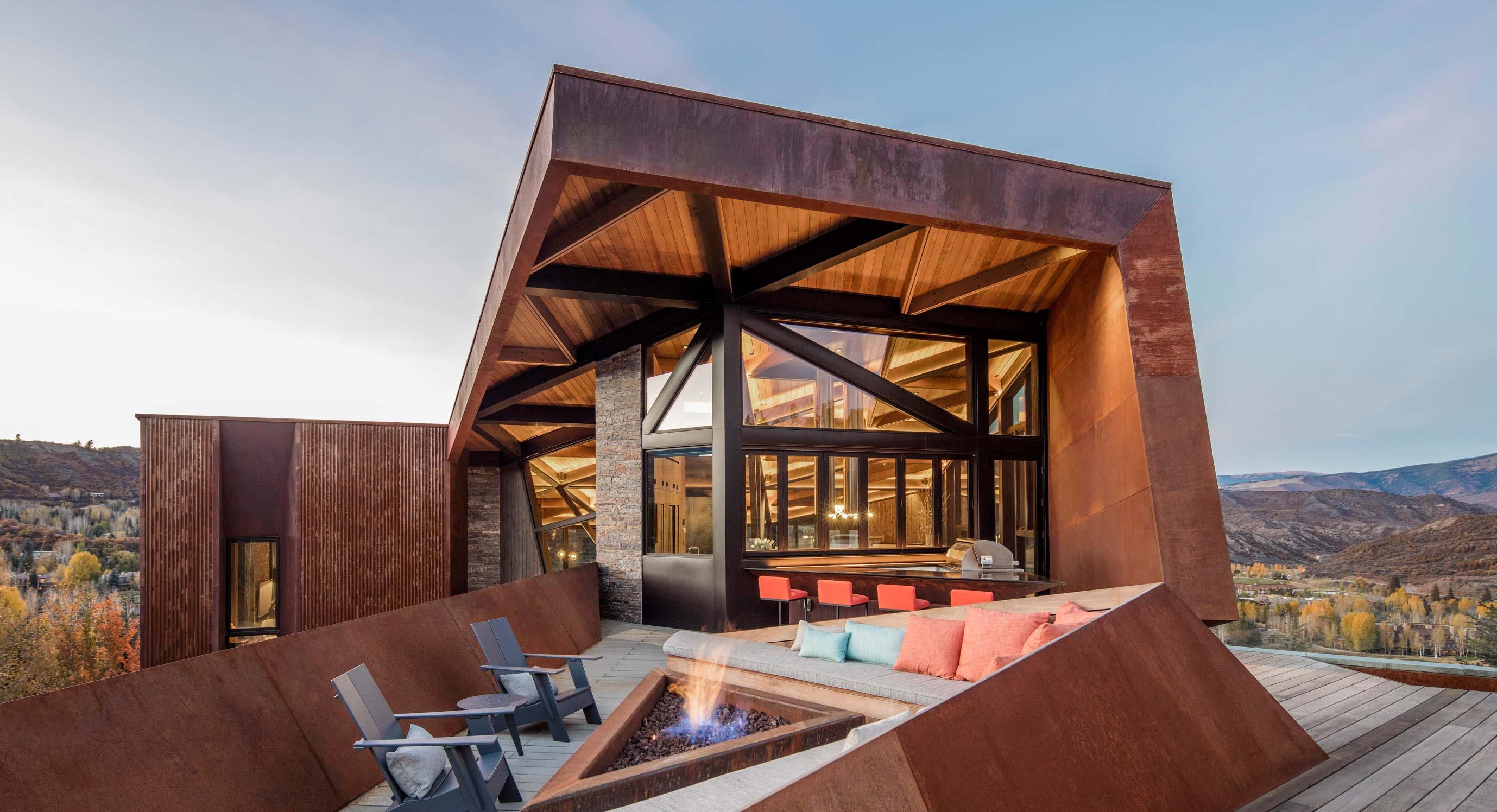 A Spectacular Mountain Retreat: Skylab Architecture's Owl Creek Residence