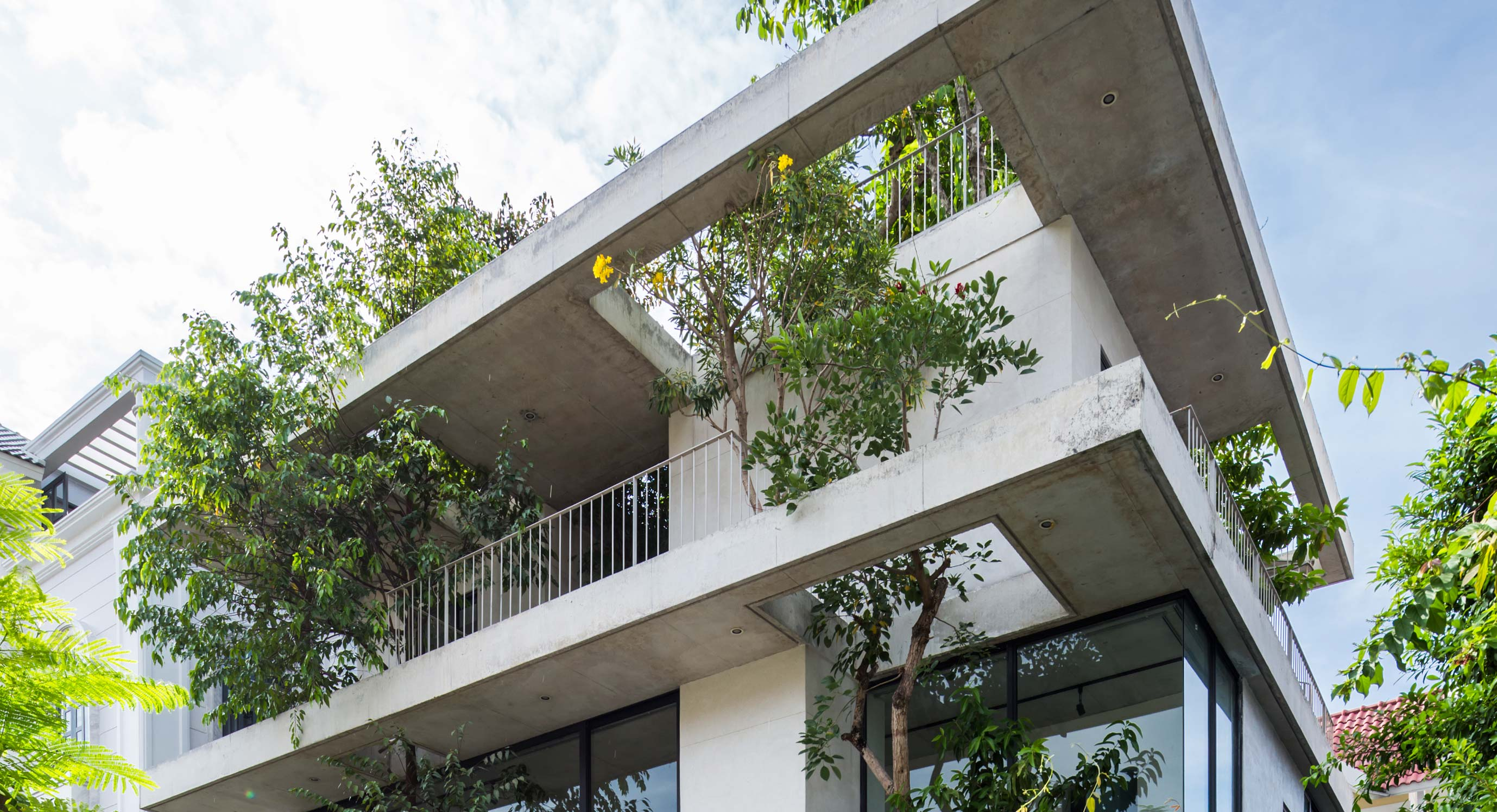 Inside Out: Vo Trong Nghia Architects' Stepping Park House